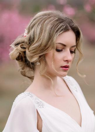recogido bajo informal para novia