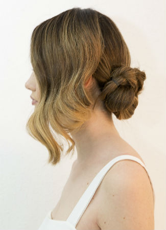 Peinado asimétrico para una novia