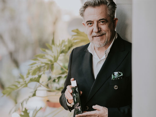 Petro Valverde lanza su primer perfume, Haute Couture