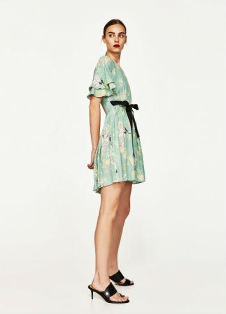 Vestido con estampado de garzas de Zara