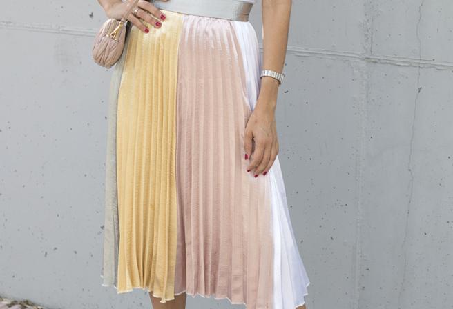 falda-plisada-hanging-in-my-closet-3