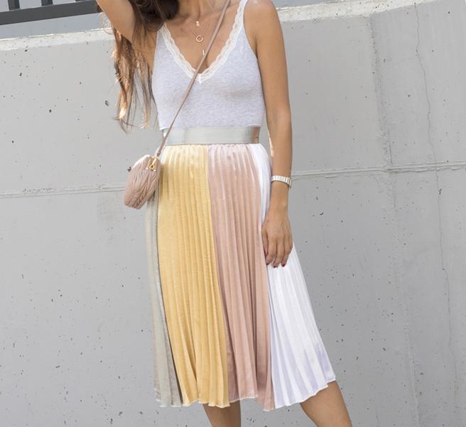 falda-plisada-hanging-in-my-closet-5