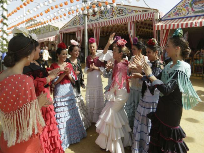 Flamencas por el real el jueves de la Feria de Abril 2017. Foto: Vanessa Gómez