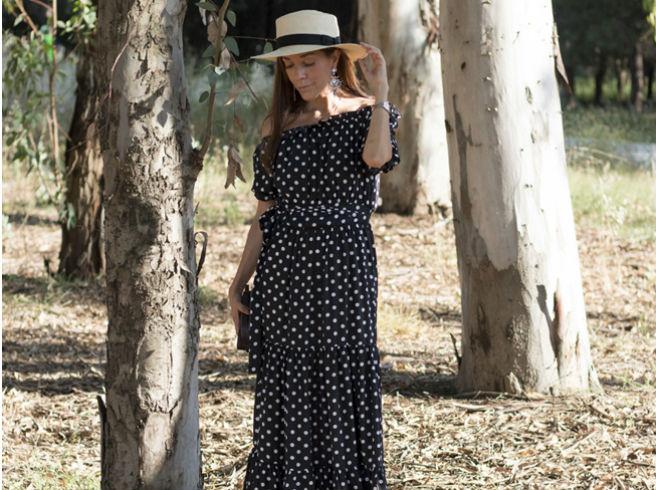 Cómo llevar un vestido de lunares fuera de la feria