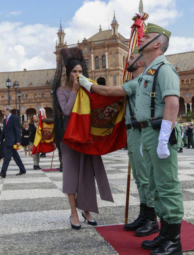 Inés Sastre jura la bandera en Sevilla. Foto: Rául Doblado