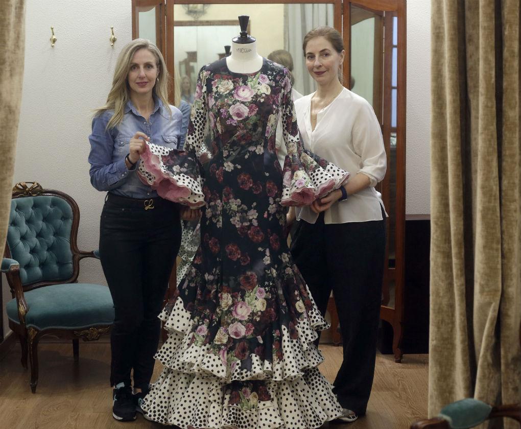 Rocío y Mila, hijas de Lina y al frente de la firma de moda flamenca y novias. Foto: Vanessa Gómez