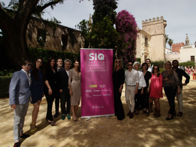 Diseñadores junto a Raquel Revuelta de la IV edición de SIQ. Foto: Juan Flores