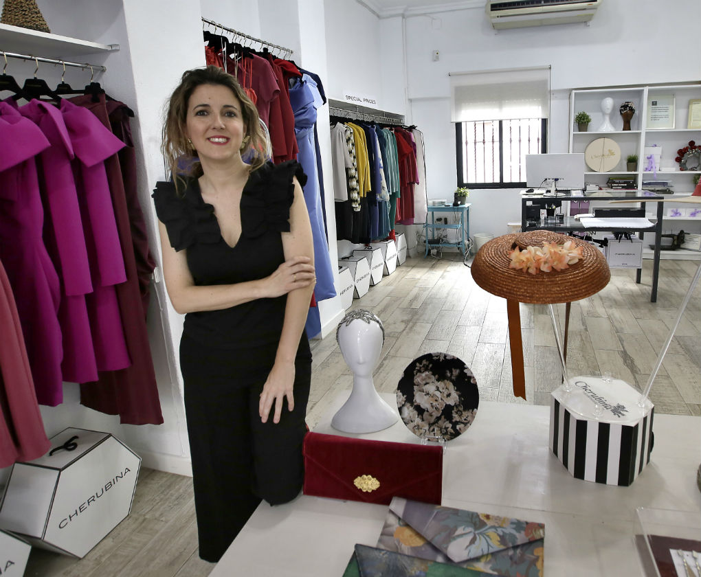 Ana García, creadora de Cherubina en su tienda y taller de la calle Monte Carmelo en Sevilla. Foto: JM Serrano