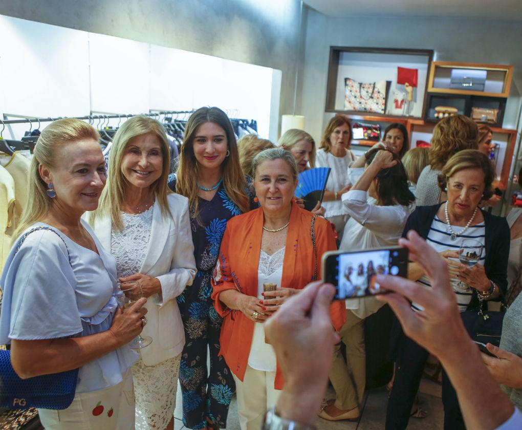 Evento especial con la diseñadora Purificación García en su tienda de Sevilla. Foto: Raúl Doblado