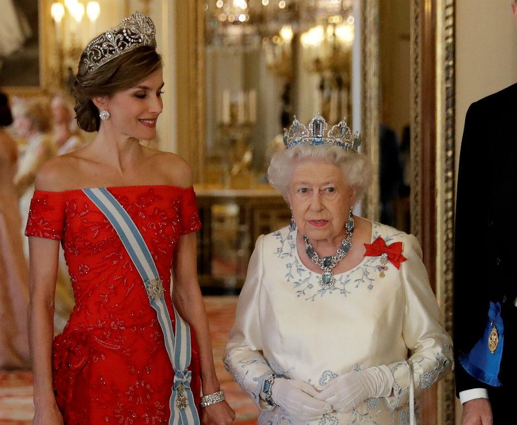 La Reina Letizia junto a la Reina Isabel II. Foto: EFE