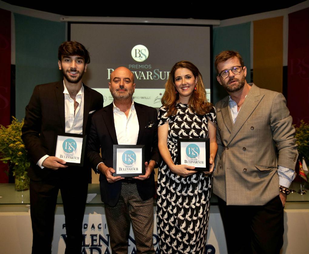 Jesús Isnard, Antonio García, Ana García y Fernando Garcia con sus Premios Bulevar Sur 2017. Foto: Raúl Doblado