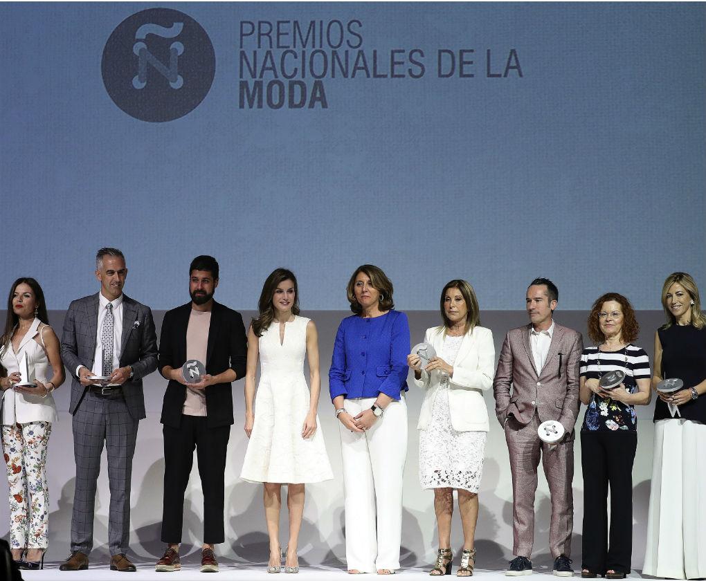 Moisés Nieto junto al resto de premiados y la Reina Letizia. Foto: EFE