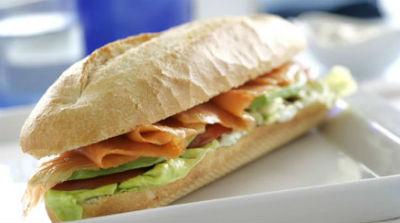 bocadillo-salmon-aguacate