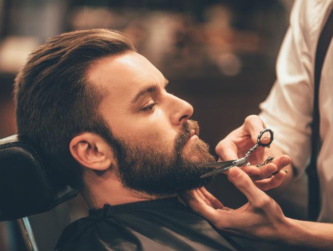 Batalla barberos y peluqueros en Sevilla