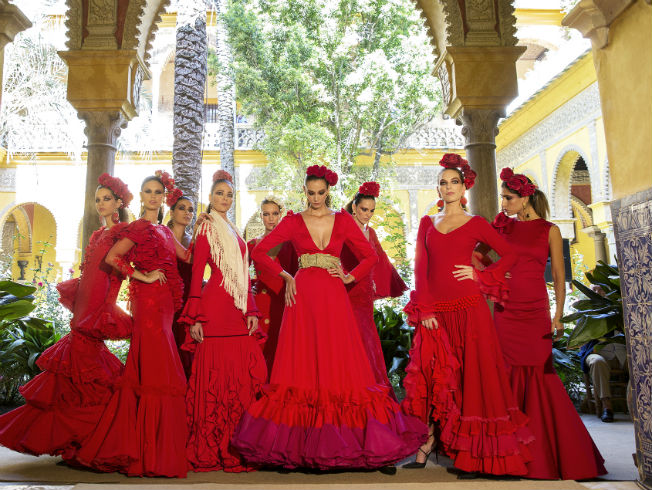 Desfile de presentación de la pasarela We Love Flamenco 2018 en el Palacio de las Dueñas