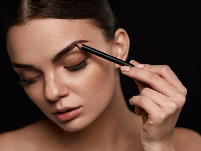 «Eye contouring»: dar forma a los ojos con maquillaje
