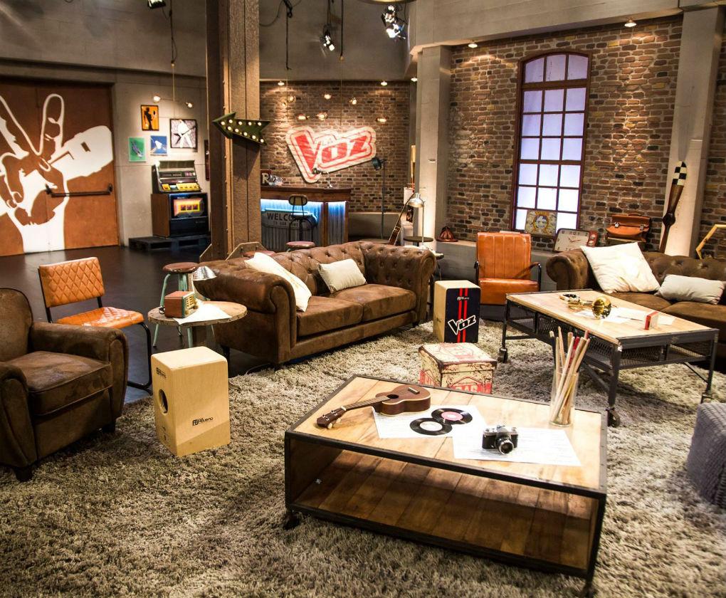 Una empresa sevillana decora las casas de las series y for Decoracion muebles vintage