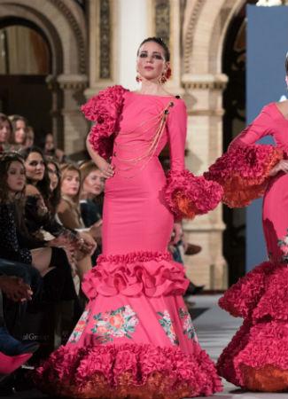 Moda Flamenca 2018: tendencia de asimetrías en diseño de Ángeles Fernández. Foto: Aníbal González