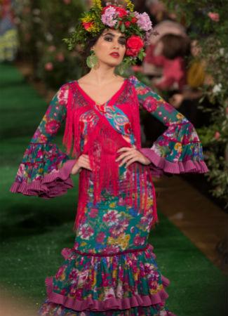 Moda Flamenca 2018: tendencia de mantoncillo cruzado en Rocío Peralta. Foto: Vanessa Gómez