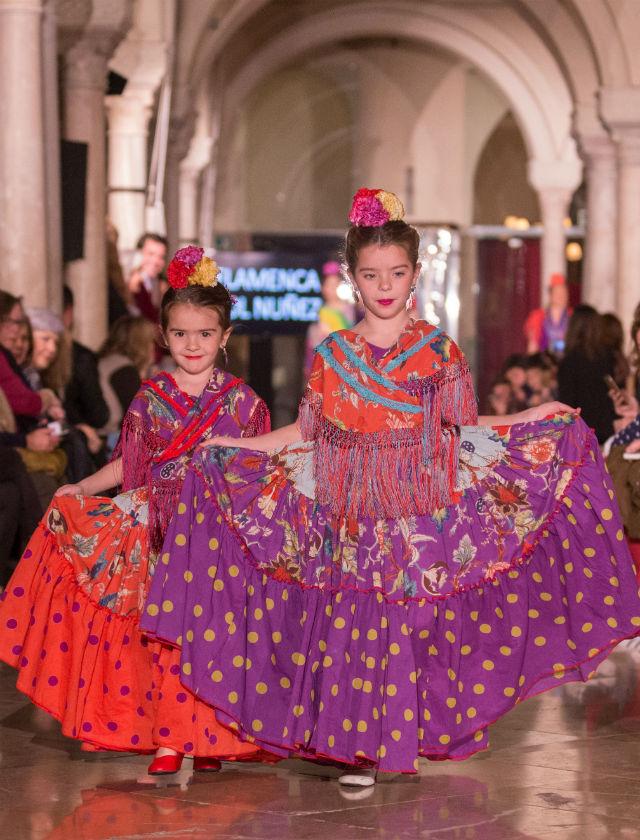 Desfile de trajes de flamenca de niñas de Pol Núñez en VIVA by We Love Flamenco. Fotos: Rocío Aguado Photography