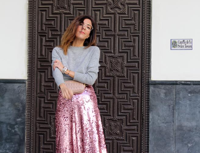 Cómo combinar dos veces esta falda de lentejuelas rosa
