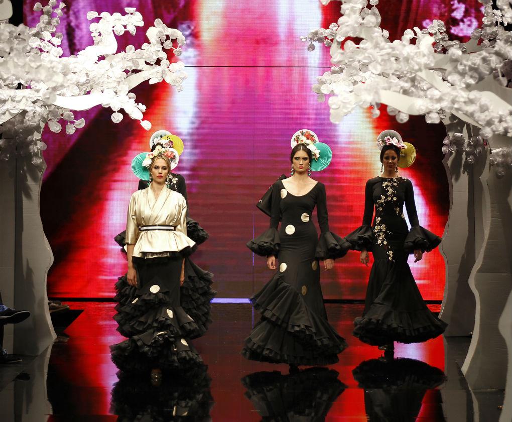 Descubre «Sakura», la nueva colección de moda flamenca que Patricia Bazarot ha presentado en SIMOF 2018. Foto: JM Serrano