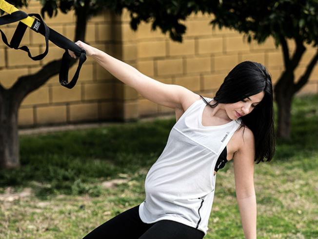Entrenamiento en suspensión (TRX) para el embarazo. Foto: Bretodó