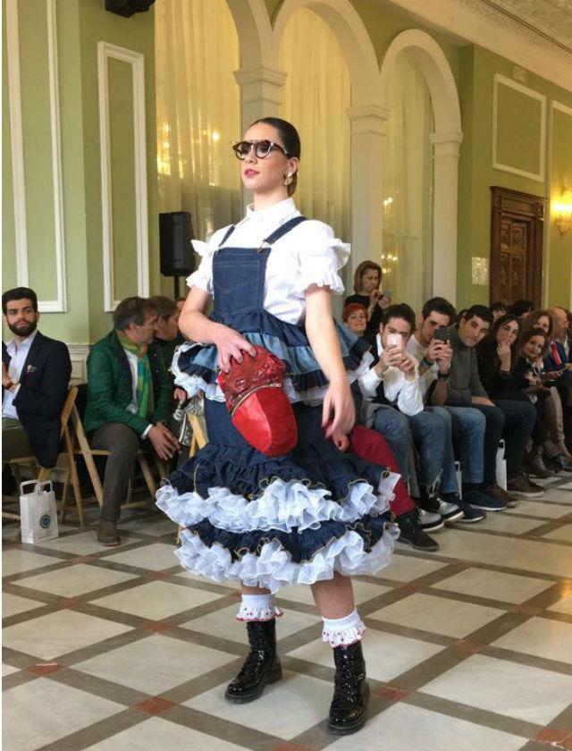 El diseño de Maria Vega fue el ganador del certamen de diseñadores de moda flamenca noveles de Granada