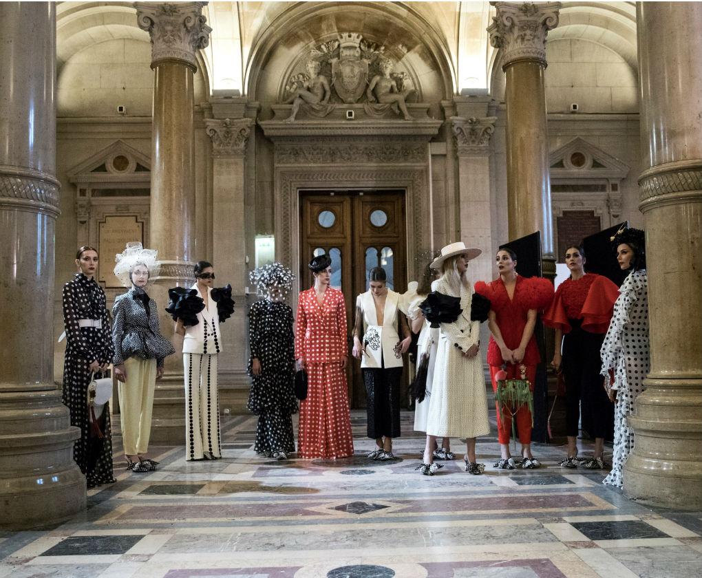 Desfile de Juana Martín con su colección de moda flamenca 2018 homenaje a Camarón en París. Foto: EFE
