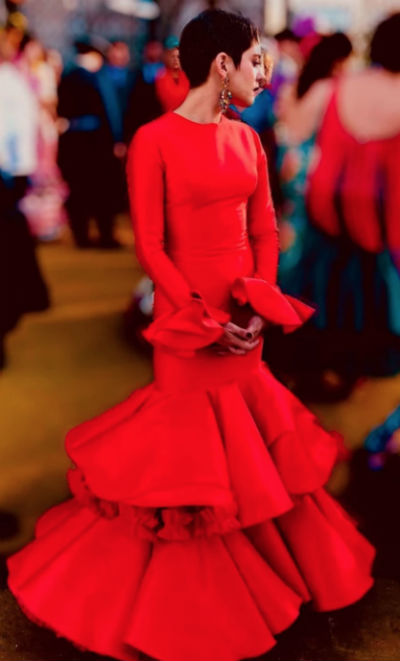 José Hidalgo Viste De Flamenca A María León En Allí Abajo