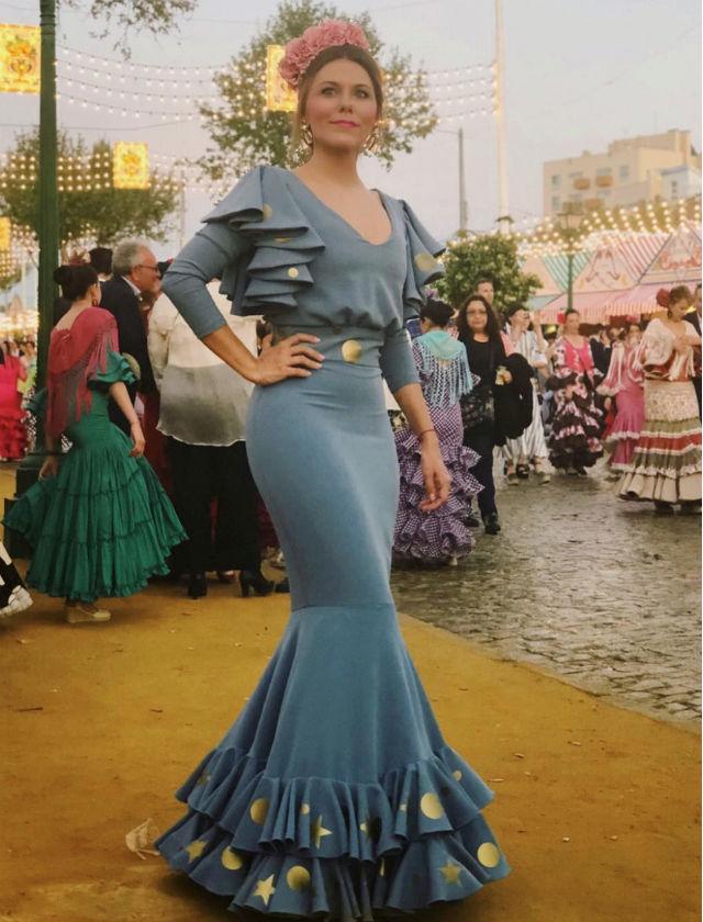 Nuria de El diario de Nuny con traje de flamenca de Ángeles Gálvez en la Feria de Abril 2018. Foto: Instagram
