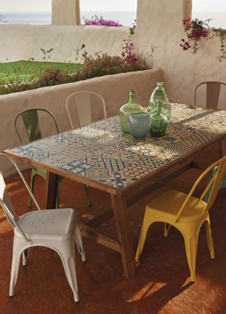 Ocho ideas de decoraci n y muebles para actualizar tu for Mesas y sillas para terraza