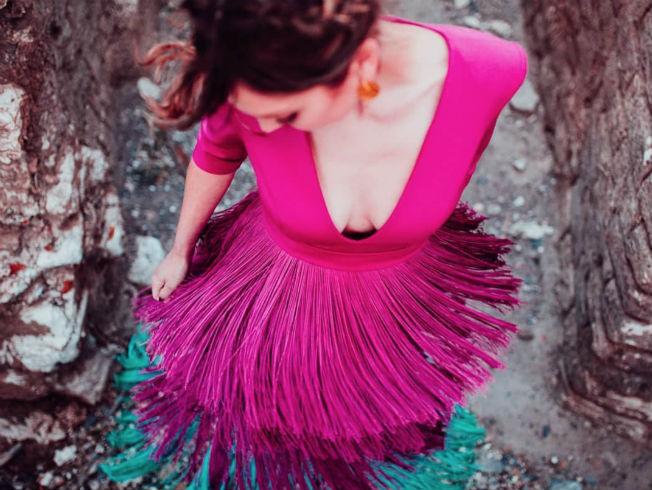Vestido de flecos de Loreto Martínez. Foto: Miguel Frías