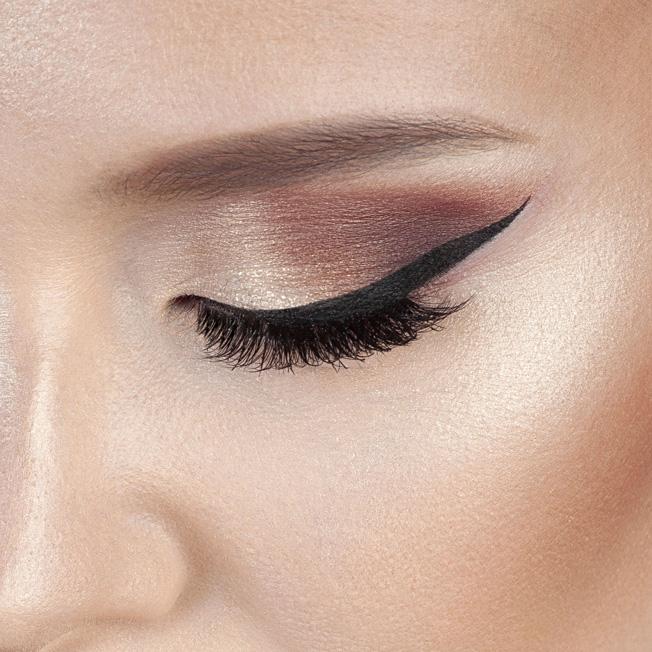 maquillaje Navidad 2018: ojos burdeos y oro