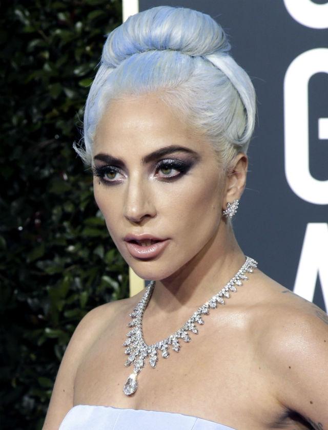 ¿Quieres llevar el pelo azul como Lady Gaga en los Globos de Oro 2019? Foto: AFP