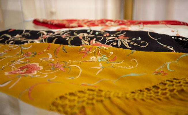 Mantoncillos inspirados en antiguos mantones filipinos