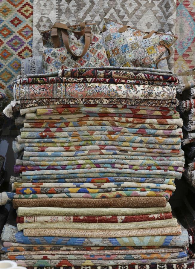 Alfombras y bolsos kilims