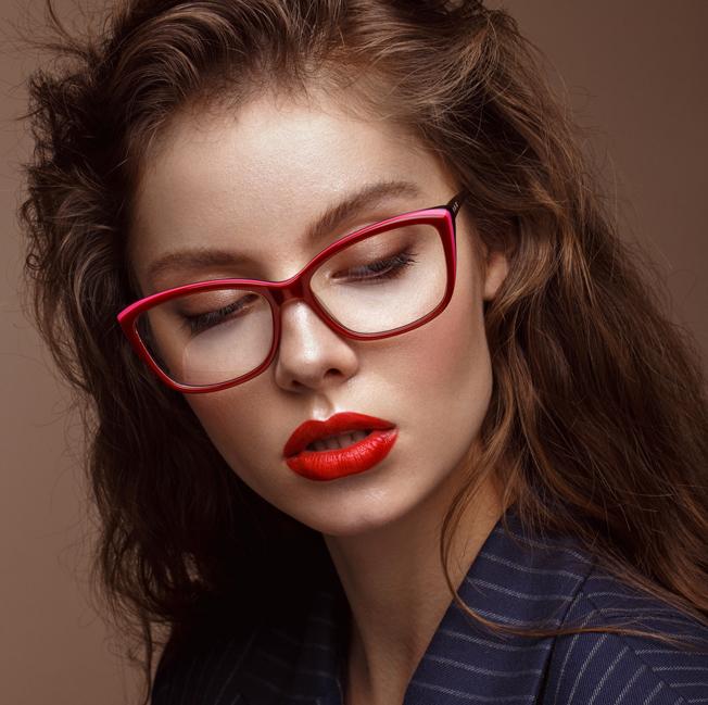 6233496d5c Maquillaje para gafas: consejos y claves - Bulevar Sur