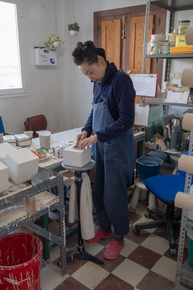 Yukiko la artista y creadora de Taller Kúu