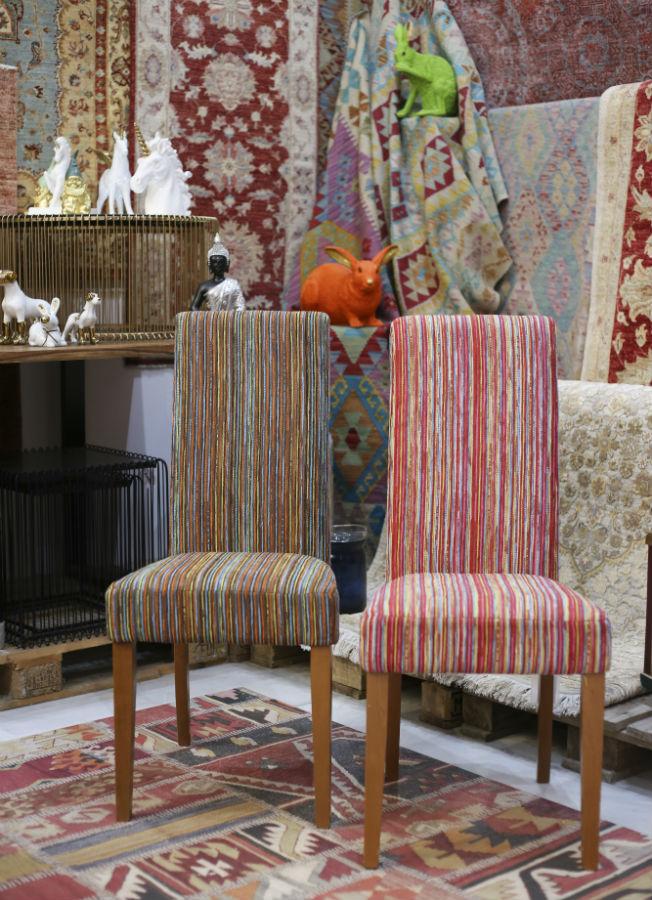 Sillas tapizadas y alfombras hechas a mano