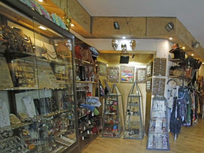 d68a7beee142 La tienda de este semana es una verdadera caja de sorpresas que nos hemos  encontrado en la calle Amor de Dios 39