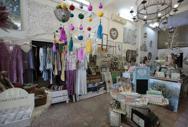 1e449da569d3 Holidays es una tienda que une decoración moda y complementos y que se  encuentra en pleno Paseo Colón