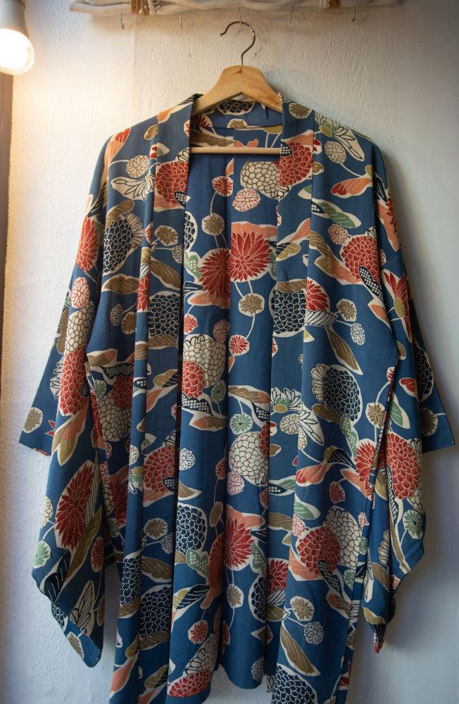 kimono-seda-japonesa-la-ventana
