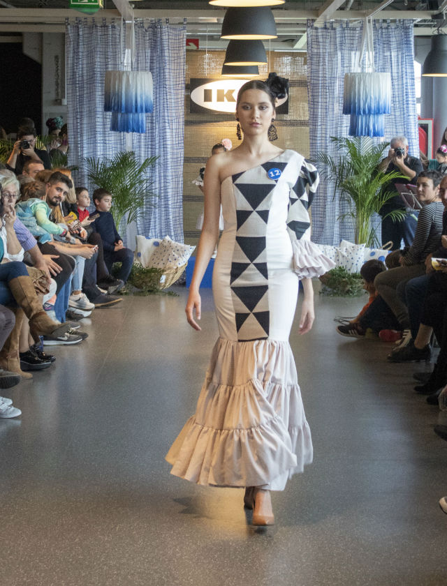 Participantes en el certamen de Moda flamenca de Ikea Sevilla y la Escuela Sevilla de Moda en 2019