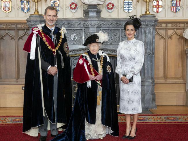 La Reina Doña Letizia con look de Chereubina