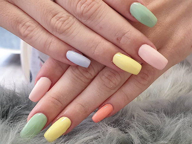 La tendencia de las uñas multicolor que arrasa entre las «influencers»