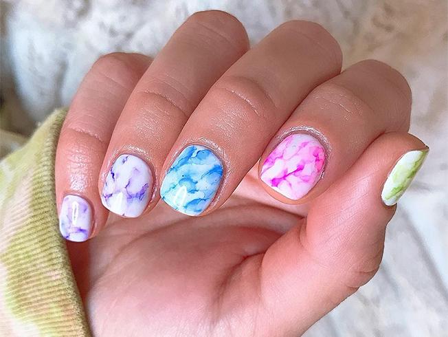 unas tie dye estampado degradado manicura