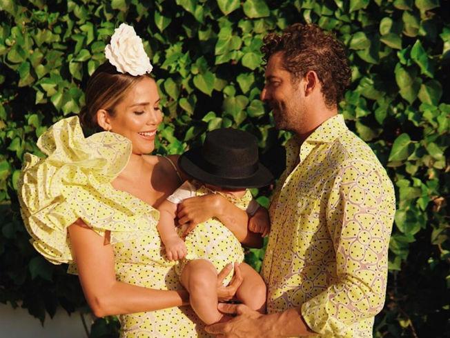 David Bisbal, Rosanna Zanetti y su hijo vestidos a juego para la Feria de Almería. Foto:Instagram