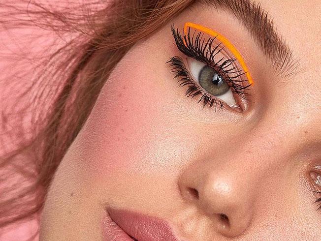 Maquillaje neón de tendencia otoño 2019: cómo hacer que quede bien