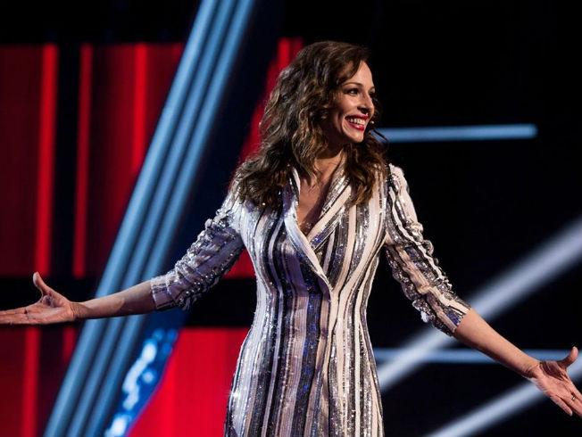 Eva González con vestido blazer